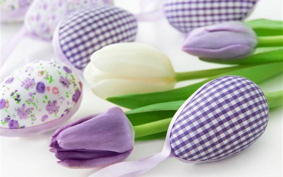 Fondos de pantalla Tulipanes púrpuras y blancos, huevos de Pascua.