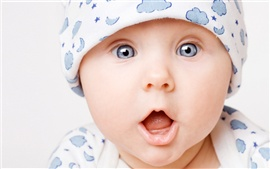 Preview wallpaper Cute baby surprise