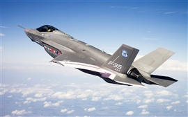 Preview wallpaper F-35 fighter in blue sky