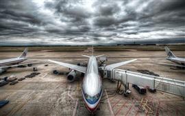 Гражданский аэропорт самолеты