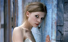 Preview wallpaper Clemence Poesy 01