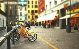 Calle de la ciudad de aparcamiento de bicicletas