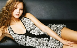 Preview wallpaper Devon Aoki 01