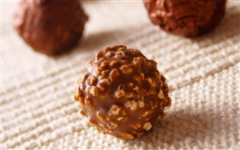 Spherical chocolate nuts