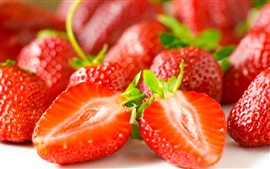 Preview wallpaper Delicious strawberry berry