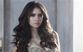 Nina Dobrev en The Vampire Diaries