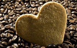 Heart-shaped biscoito com café