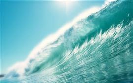 El agua de mar de ondas