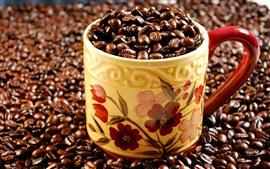 Чашка с кофе бобы