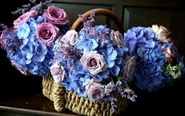 Cesta cheia de flores