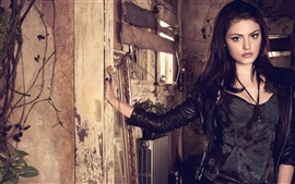 Preview wallpaper Phoebe Tonkin 01