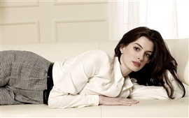 Preview wallpaper Anne Hathaway 04