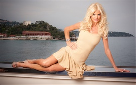 Preview wallpaper Victoria Silvstedt 01