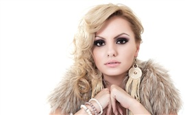 Preview wallpaper Alexandra Stan 04