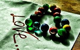 Amor en forma de corazón, perlas de vidrio de color