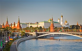 Preview wallpaper Moscow, Kremlin, bridge, city street
