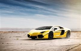 Lamborghini Aventador LP700-4 золотого цвета