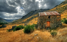 Preview wallpaper Glaciar vale, old house, cloudy sky