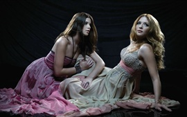 Ashley Greene e Rachelle Lefevre