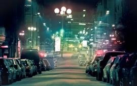 Улицы ночного города, переполненного автотранспортных средств, уличное освещение