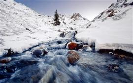 Paisaje de invierno, nieve, hielo, corrientes, piedra, montaña