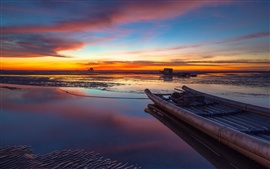 Preview wallpaper China, Taiwan Strait, beautiful evening sunset, sea, beach, boats, sky, clouds