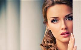 Девушки красивое лицо, голубые глаза