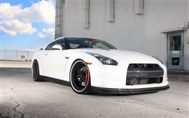 Nissan GTR R35 white car