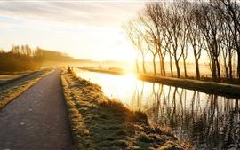 Aperçu fond d'écran Nature paysage, route, lever du soleil, les arbres, l'herbe, la rivière