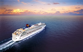 Пассажирское судно, море, облака, рассвет