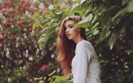 Jolie fille, cheveux bruns
