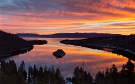 USA, California, Lake Tahoe, morning scenery, trees, sunrise