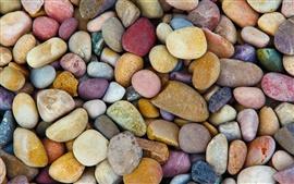 Muchas piedras, piedras de colores