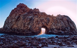 Pfeiffer Beach, California, USA, rocas, arco, rayos del sol