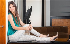 Preview wallpaper Victoria Justice 12
