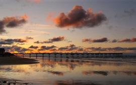 Costa paisagem, ponte, areia, mar, sol, céu vermelho