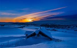 Aperçu fond d'écran Hiver, neige, montagnes, matin, bleu, lever de soleil, maison