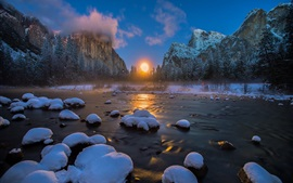 USA, Yosemite National Park, river, mountains, winter, snow, sunset