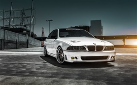 Preview wallpaper White BMW M5 car