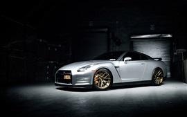Nissan GTR белый суперкар, гараж