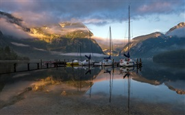 Aperçu fond d'écran Lac, montagne, bateau, matin, brouillard