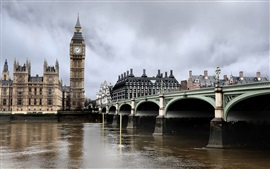 London Bridge, la Tamise, l'horloge de Big Ben, les bâtiments
