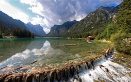 Lago, montaña, casa de campo, piedra, nubes