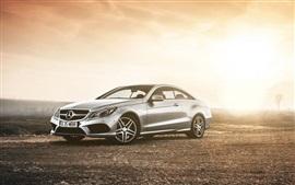 Mercedes-Benz E класс купе, автомобиль в сумерках