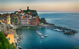 Vernazza, Cinque Terre, Italy, sea, coast, bay, boats, buildings, dusk
