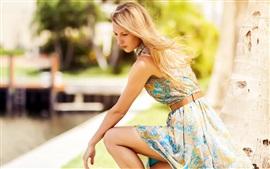 Aperçu fond d'écran Jeune fille blonde, l'été