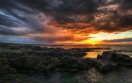 Irlanda, Condado de Donegal, mar, playa, rocas, puesta del sol, nubes