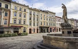 Ucrania, Lviv, la plaza Rynok, fuente, casas