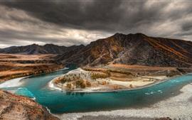 Altai, outono, rio, árvores, montanhas, crepúsculo