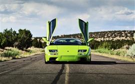 Зеленый Lamborghini суперкар, двери открываются